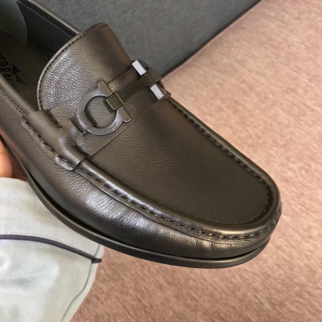 Giày Salvatore Ferragamo siêu cấp nam họa tiết khóa ngang GNSF23