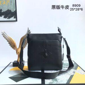 Túi đeo chéo nam Gucci siêu cáp màu đen trơn họa tiết ong TNGC26