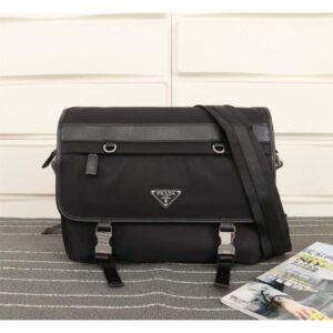 Túi xách đeo chéo Prada siêu cấp nam màu đen khuy đồng TNPR03
