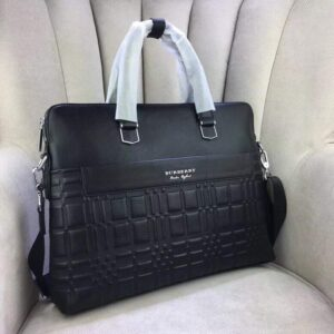 Túi xách nam Burberry siêu cấp màu đen họa tiết kẻ khóa kéo sau TXBB05