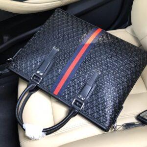 Túi xách nam Gucci siêu cấp màu đen dập logo tag đen đỏ TXGC16