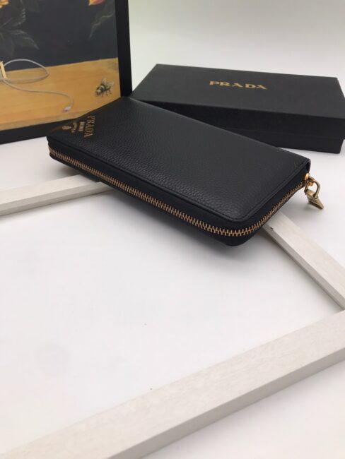 Ví Prada siêu cấp nam dáng dài kéo khóa họa tiết vàng VNV13