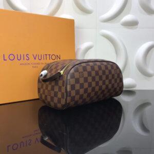 Ví nam Louis Vuitton cầm tay họa tiết caro nâu VNLV11