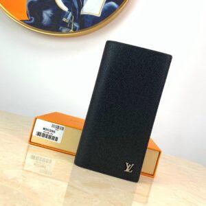 Ví nam Louis Vuitton like auth cầm tay họa tiết logo nổi VNLV18