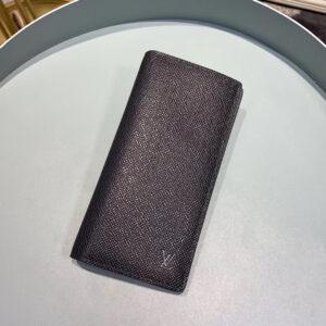 Ví nam Louis Vuitton like au họa tiết da taiga màu đen VNLV22